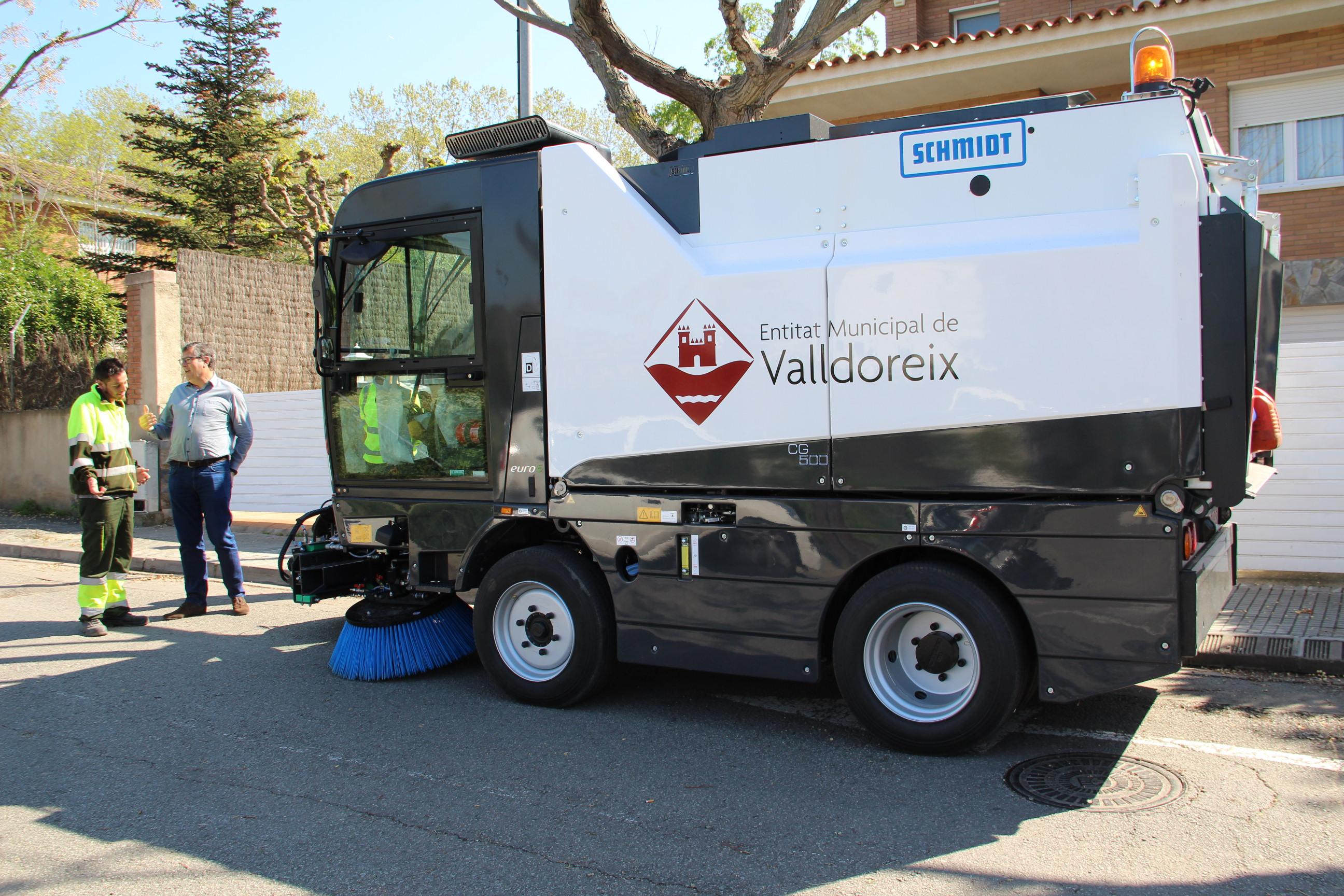 L'EMD de Valldoreix adquireix una nova màquina escombradora
