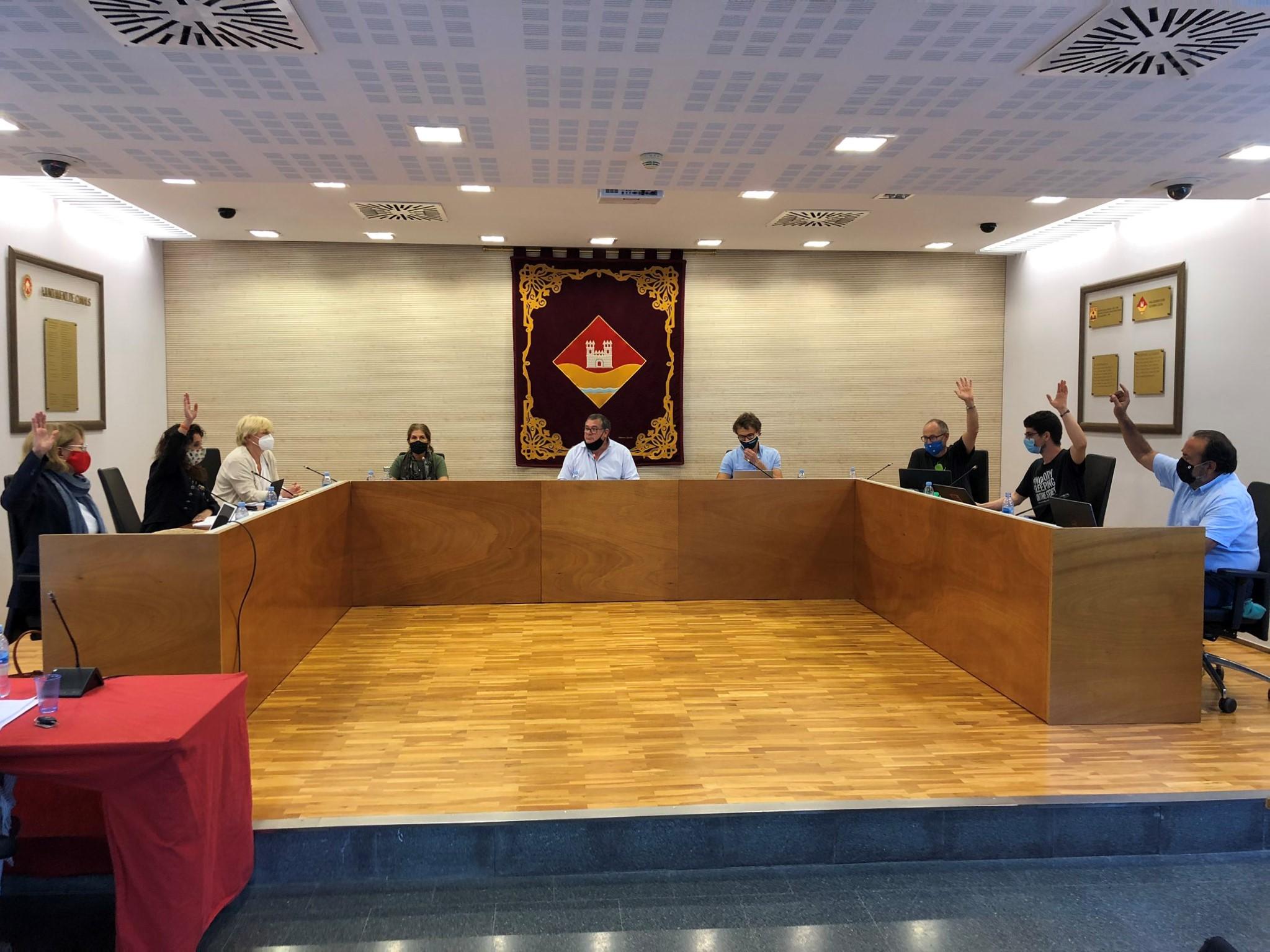 L'oposició en bloc força al president de l'EMD a reduir la seva dedicació del 90 al 75%